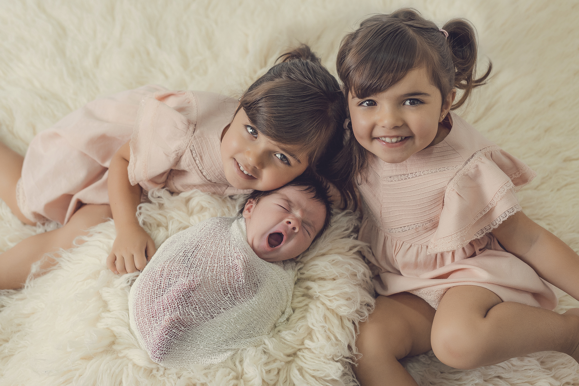 sesión recién nacido con hermanos
